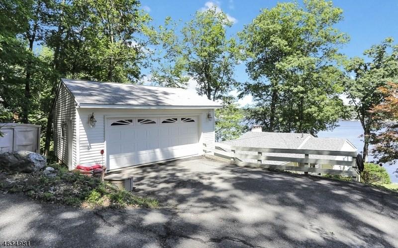 81 N Lakeside Avenue, Lake Hopatcong, NJ 07849