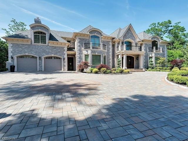 826 Sussex Rd, Franklin Lakes, NJ 07417