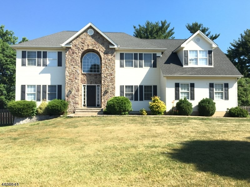 3 Ridge Top Ter, Washington, NJ 07882