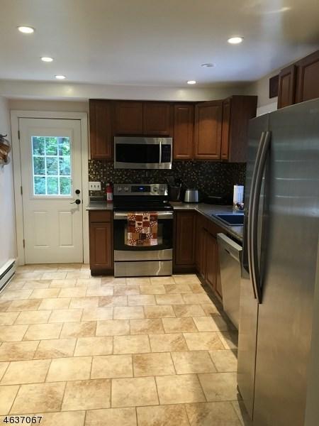 8 Carteret Avenue, Budd Lake, NJ 07828