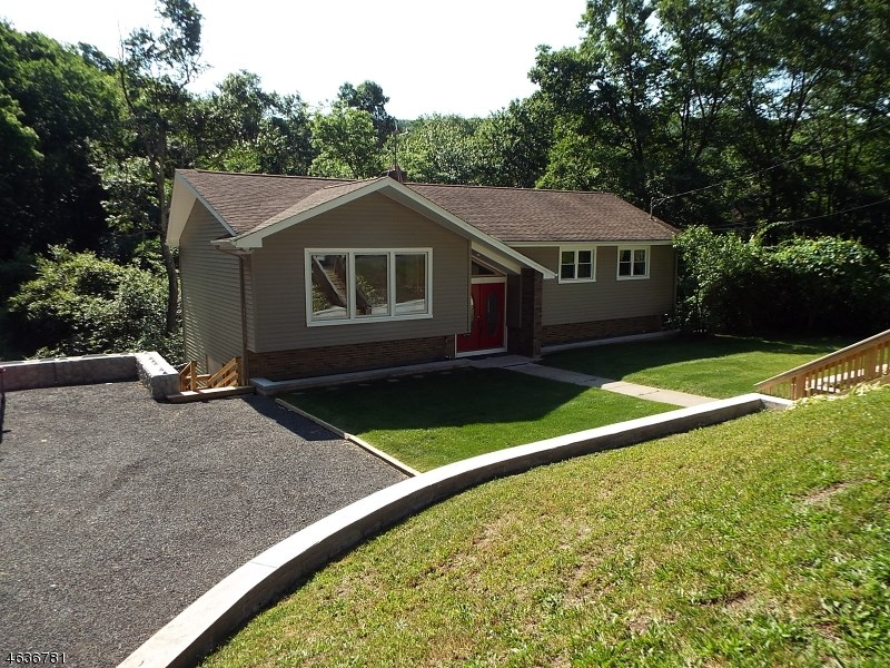 15 Valley Trail, Oak Ridge, NJ 07438