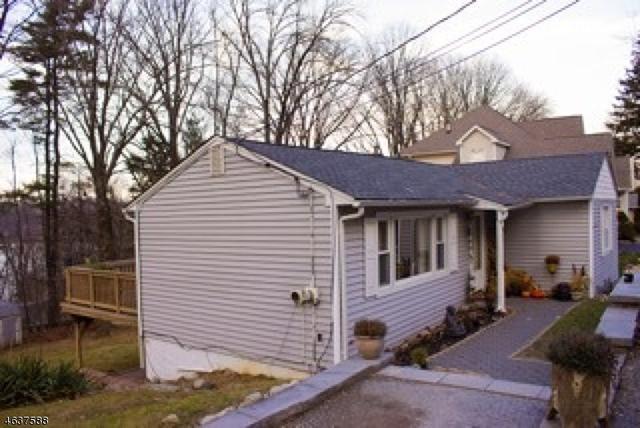 60 Hillside Rd, Sparta, NJ 07871