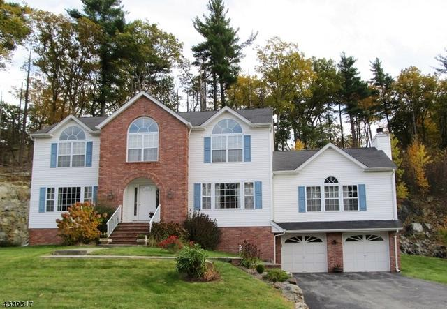 107 Continental Rd, West Milford, NJ 07480