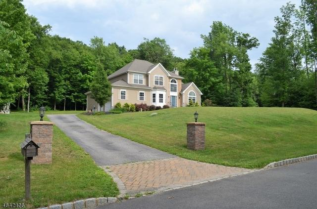 17 Upper Plateau Dr, Vernon, NJ 07462