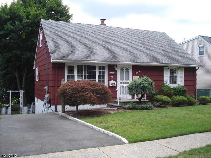28 Garrison Ave Hasbrouck Heights, NJ 07604