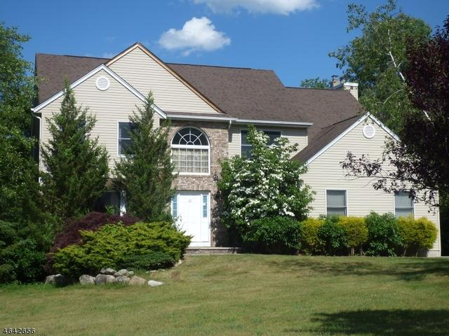 20 Sleepy Hollow Dr, Oak Ridge, NJ 07438