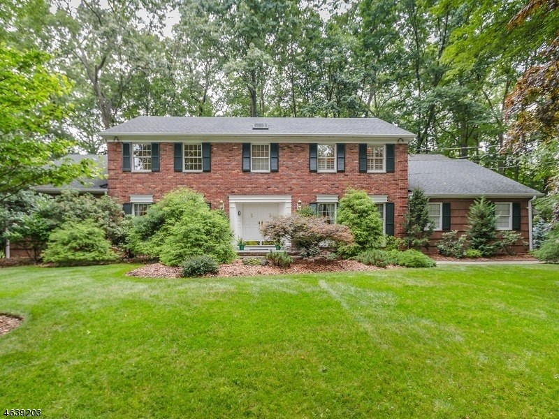 5 Greenbrier Lane, Scotch Plains, NJ 07076