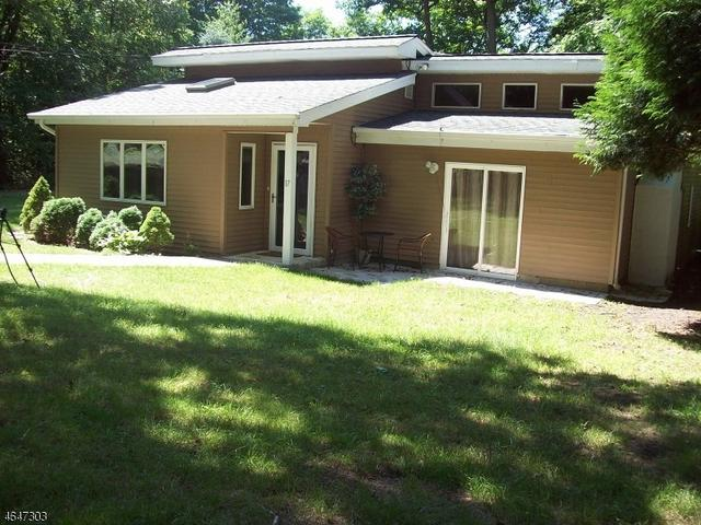 17 Birch Dr, Highland Lakes, NJ 07422