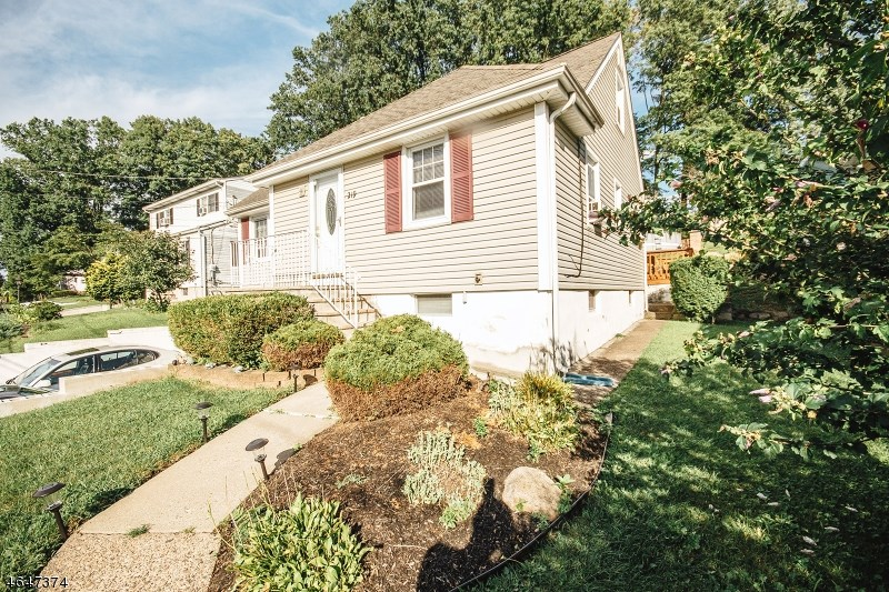 292 Mount Pleasant Avenue, Woodland Park, NJ 07424