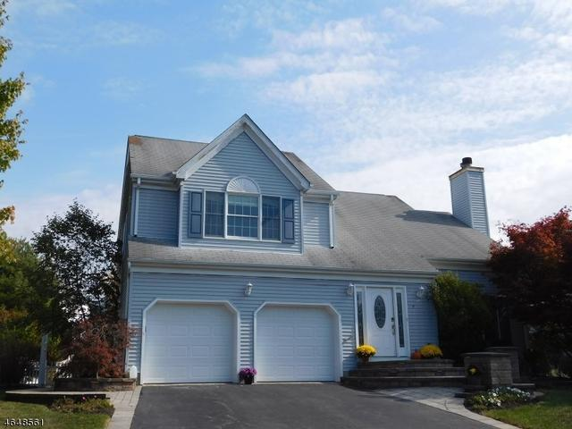 17 Haver Farm Rd, Clinton, NJ 08809