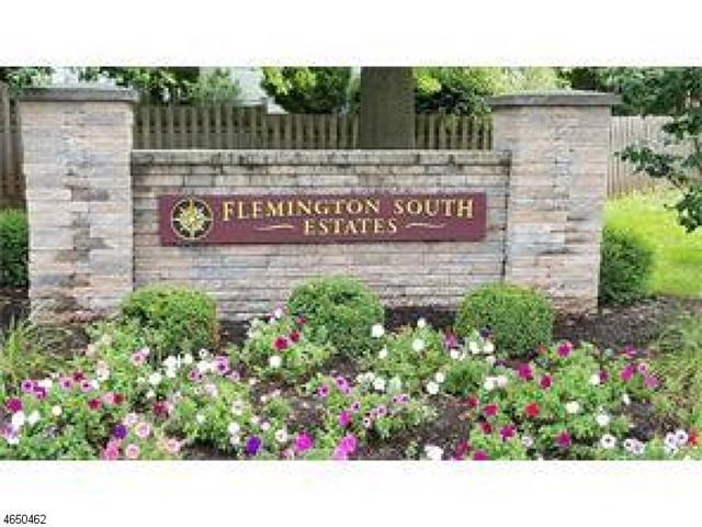 1 Londonderry Dr, Flemington, NJ 08822