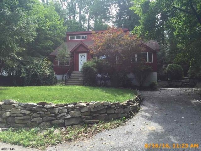 1070 Lakeside Dr E, Highland Lakes, NJ 07422