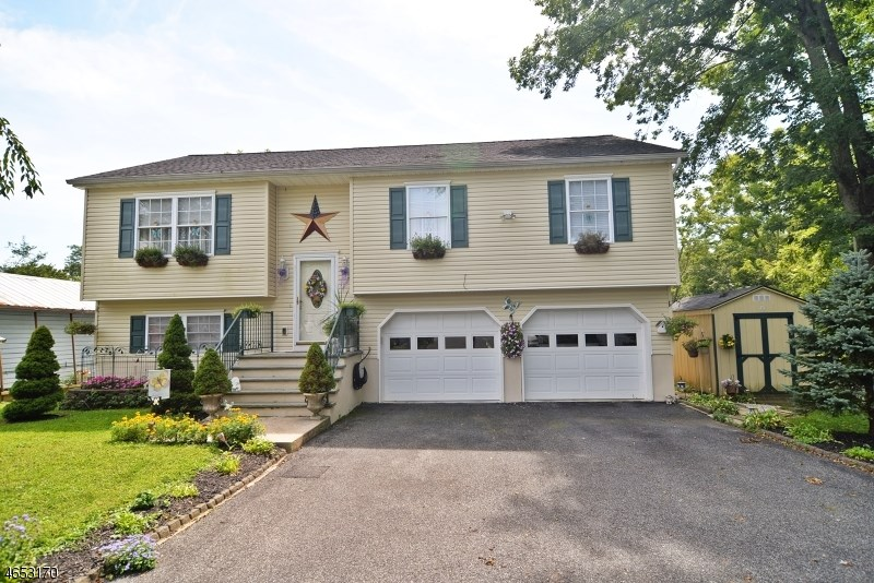 21 Marble St, Washington, NJ 07882