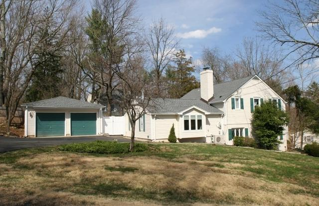 55 Pheasant Hill Dr, Far Hills, NJ 07931