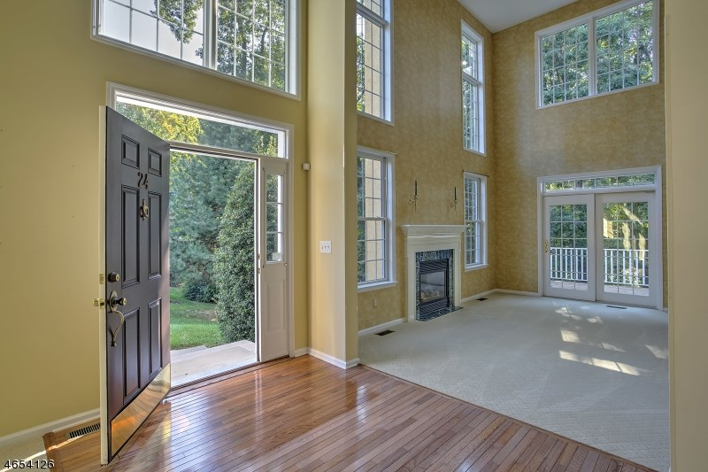 24 Young Court, Chester, NJ 07930