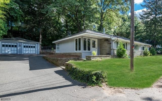 17 High Mt Rd, Oakland, NJ 07436