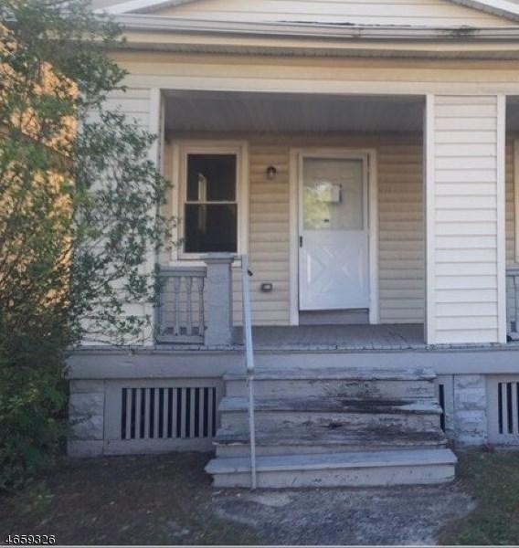 586 N Grove St, East Orange, NJ 07017