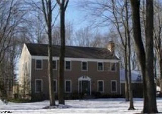 7 Fairway Dr, Hopewell, NJ 08525