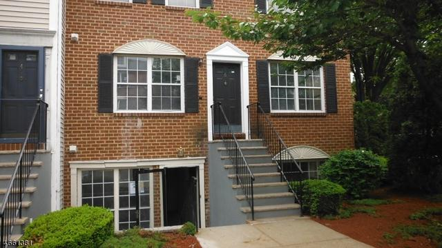 5 Rider Ct, Newark, NJ 07103