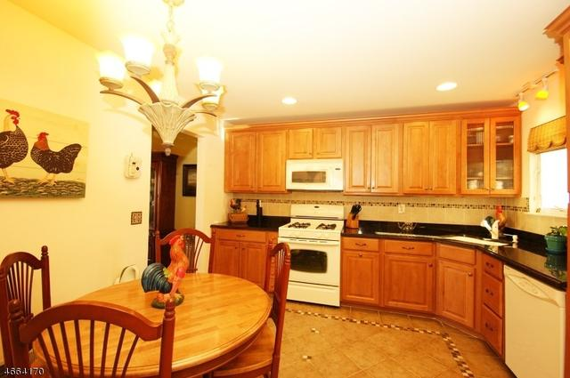 3 Jefferson Ct, Montville, NJ 07045