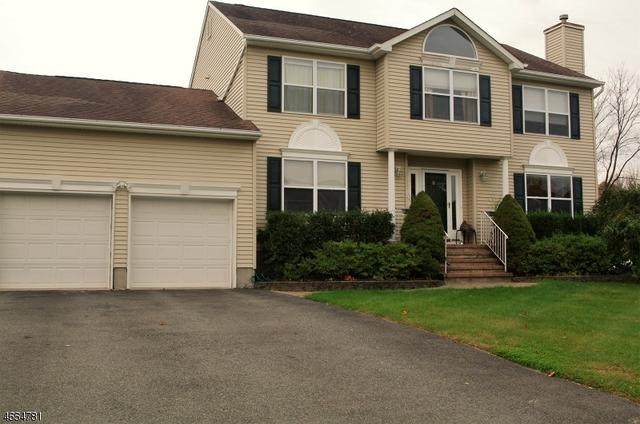 6 Windsor Dr, Newton, NJ 07860