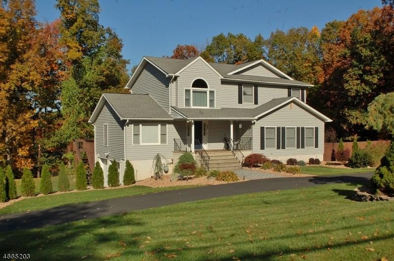 265 Cozy Lake Rd, Oak Ridge, NJ 07438