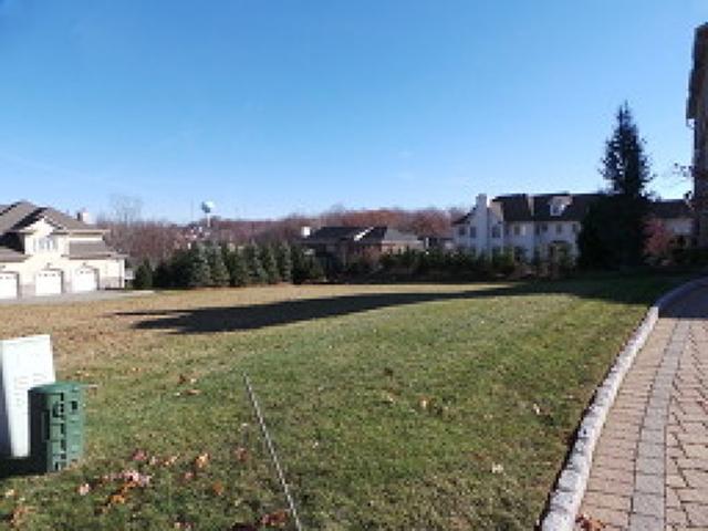 32 Overlook Rd, Livingston, NJ 07039