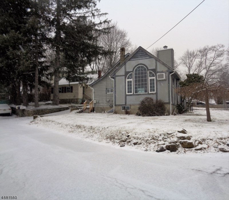 2 Boomer Road, Hopatcong, NJ 07843