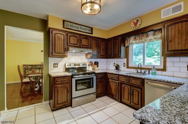 156 Old Stirling Rd, Warren, NJ 07059