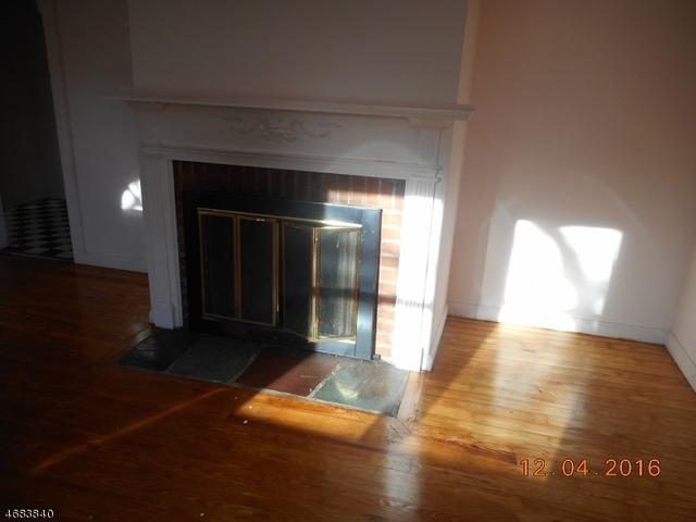 76 Old Rd, Livingston, NJ 07039
