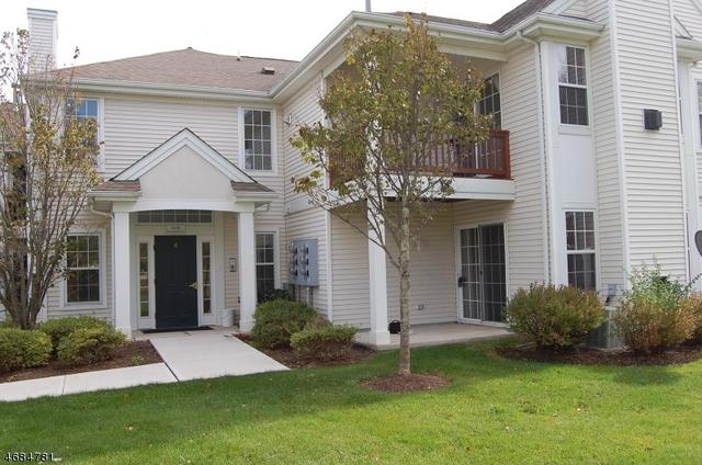848 Honeybrook Cir, Stewartsville, NJ 08886