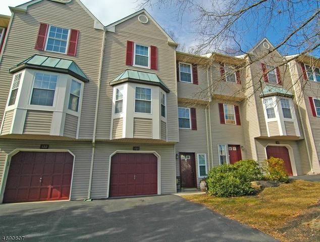 121 Pinehurst Dr, Washington, NJ 07882