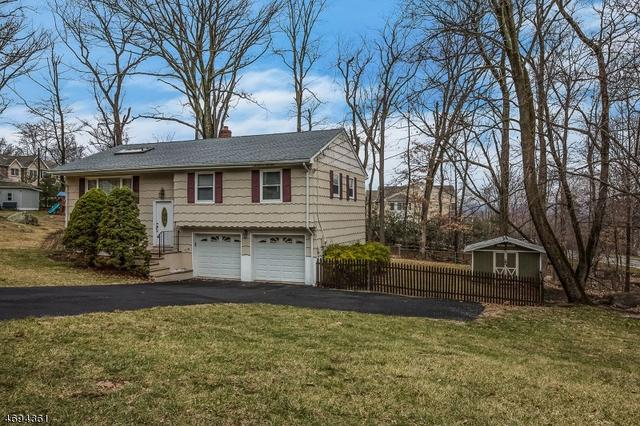 7 Alpine Dr, Butler, NJ 07405