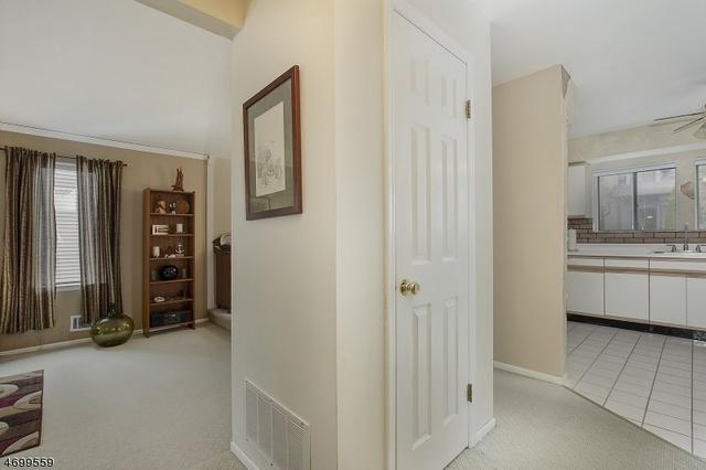 134 Overlook Dr, Hackettstown, NJ 07840