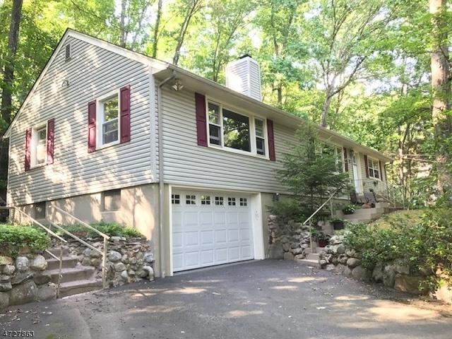 2 Woodstock Trl, Oak Ridge, NJ 07438
