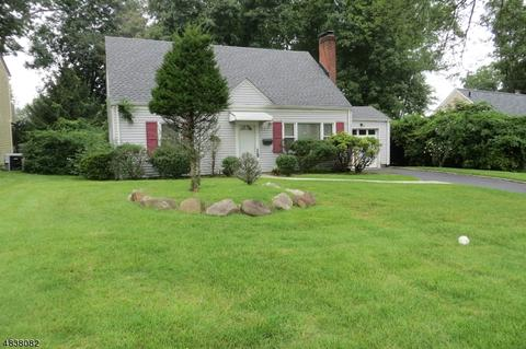 33 Elmwood Dr, Livingston, NJ 07039