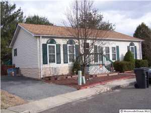 5 Snow Chief Ct, Howell, NJ 07731
