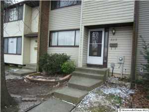 553 Fairfield Rd, Hightstown, NJ
