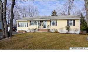 15 Darien Rd, Howell, NJ 07731