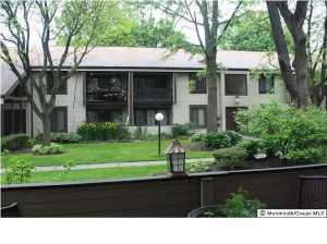 11 Twin Rivers Dr #APT m, Hightstown, NJ