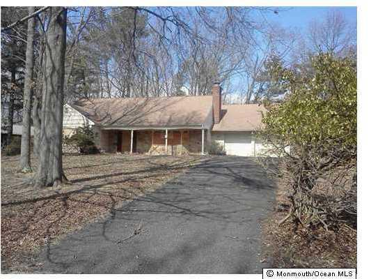 43 Livingston Ln, Manalapan, NJ 07726