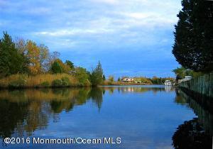 61 Sea Meadow Dr Tuckerton, NJ 08087