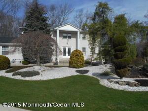 17 Churchill Ct, Morganville, NJ