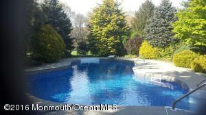 19 Nottinghill Ct, Manalapan, NJ 07726
