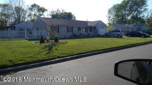 292 Tackle Ave, Manahawkin, NJ 08050
