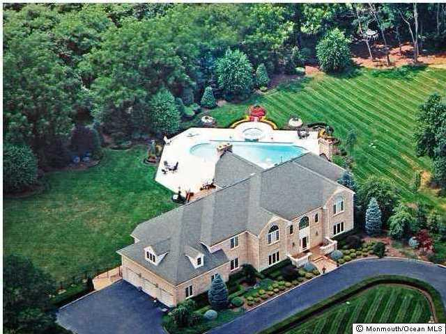 9 Round Hill Ct, Colts Neck, NJ 07722