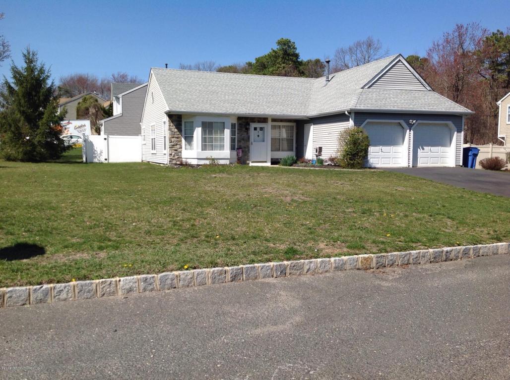 1 Vixen Pl, Tinton Falls, NJ 07753