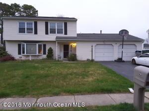 14 Starlight Rd, Howell, NJ 07731