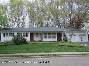 7 Macleish Dr, Morganville, NJ 07751