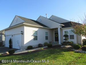 39 Vineyard Ct, Monroe Township NJ 08831